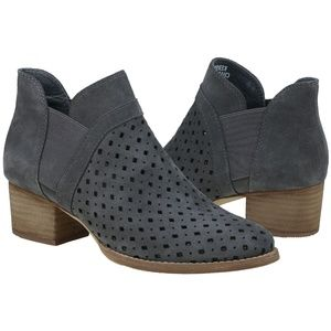 Earth Keren Grey Booties Perforated Size 6.5